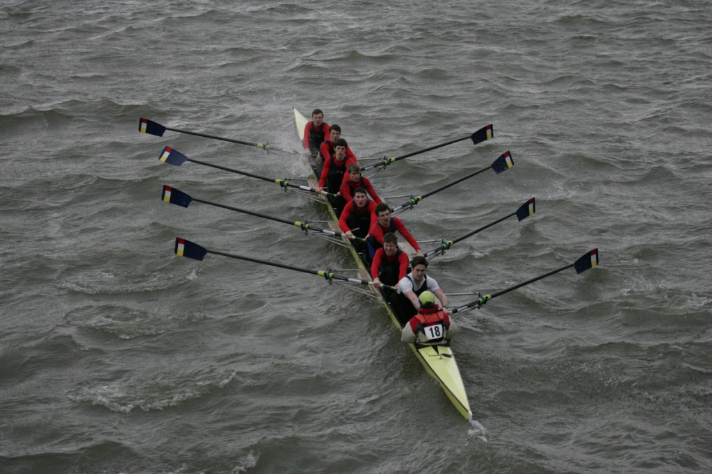 Mens 1st VIII race at Hammersmith Head in apocalyptic conditions